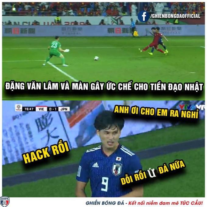 <p> Sự thể hiện của Văn Lâm khiến cầu thủ đội bạn cũng phải sợ.</p>