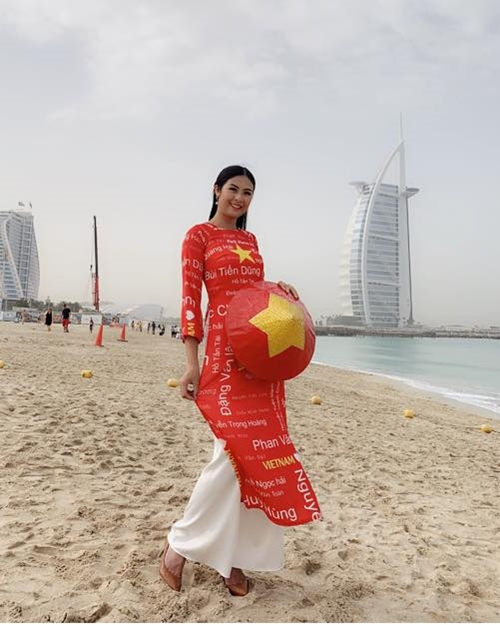 Ngọc Hân diện áo dài đặc biệt trên đất nước Dubai.
