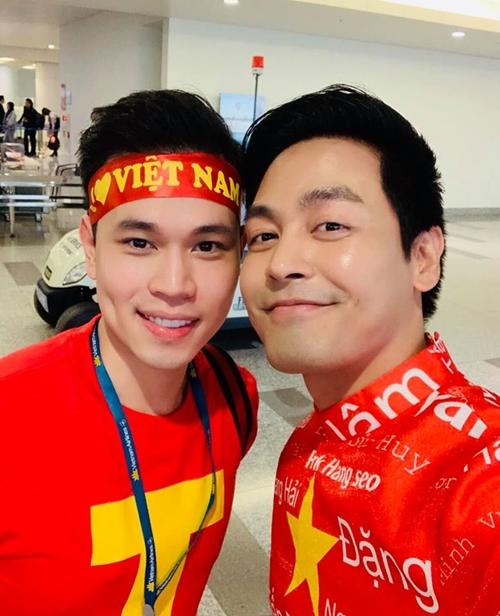 MC Phan ANh cũng đã có mặt tại Dubai để xem trận đấu trực tiếp.