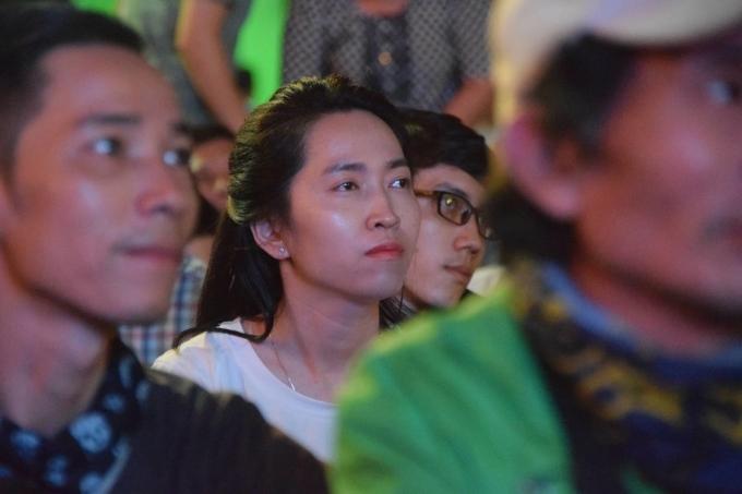<p> Vẻ mặt hồi hộp dõi theo từng đường bóng của các học trò ông Park Hang-seo.</p>