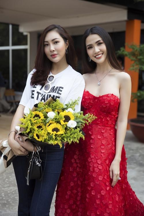 Đối lập hoàn toàn với Phan Thị Mơ, Diệu Ngọc lại chọn style kín đáo.