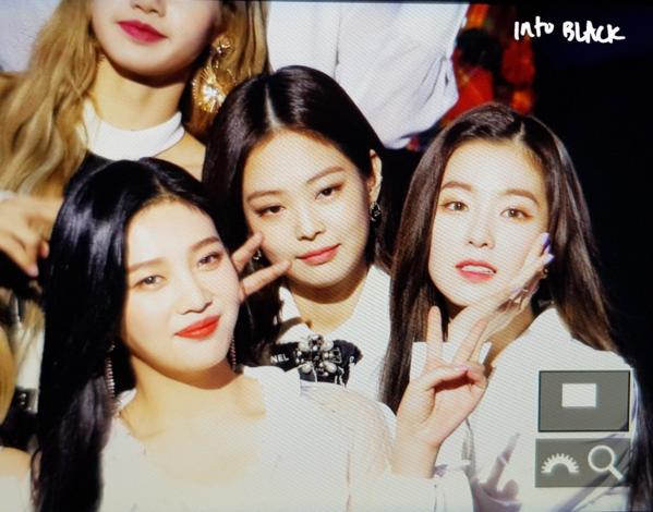 Jennie bị chê về nhan sắc bình thường khi ở cạnh Irene.