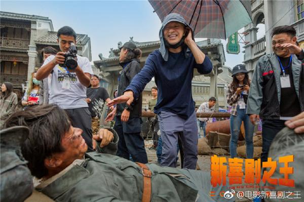 Châu Tinh Trì đang chỉ đạo trên trường quay.