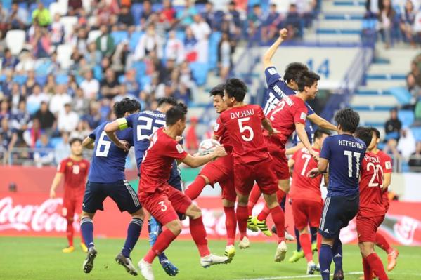 Các tuyển thủ Việt Nam chiến đấu quả cảm dù thua cuộc.