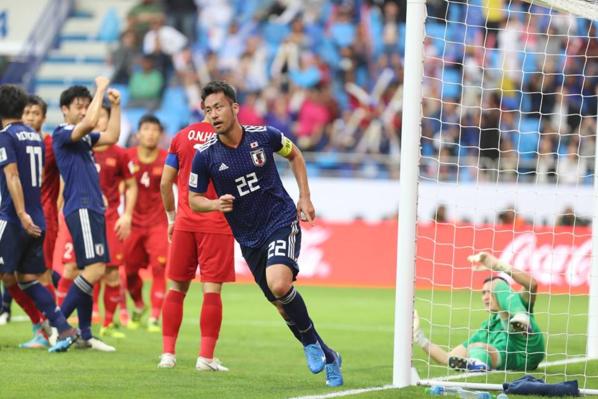 Chiến binh Samurai xanh tiến vào bán kết nhờ quả sút phạt vào lưới thủ môn Văn Lâm.