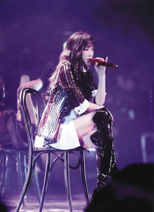 Dù theo phong cách âm nhạc nào, cô nàng vẫn toát lên khí chất tự tin, mạnh mẽ. Đó chính là lý do vì sao lượng fan girl của trưởng nhóm SNSD đông gấp nhiều lần fan boy. Chính Taeyeon cũng từng thừa nhận rằng: Thật ra tôi không nữ tính lắm đâu.