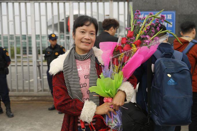 <p> Mẹ của hậu vệ Thành Chung tiết lộ đã chuẩn bị rất nhiều món ăn ngon để thiết đãi con mình sau khi từ UAE trở về như trứng gà, trễ gà hay tim gà.</p>