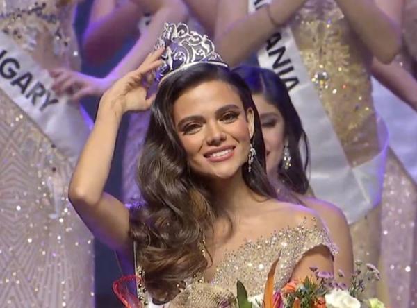 Khoảnh khắc đăng quang của người đẹp Philippines.
