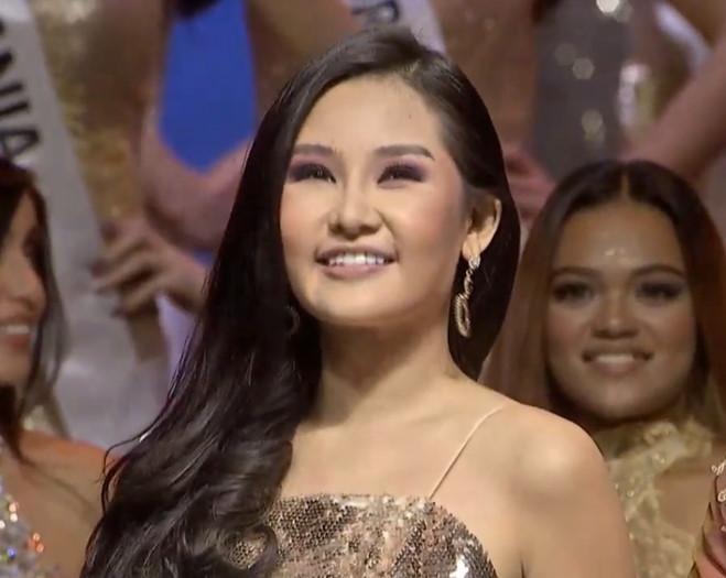 <p> Chung kết Miss Intercontinental - Hoa hậu Liên lục địa 2018 diễn ra từ 20h30 (giờ Hà Nội) tại Thủ đô Manila, Philippines tối 26/1. Người đẹp Philippines - Karen Gallman đăng quang. Lê Âu Ngân Anh - thí sinh đến từ Việt Nam lọt top 6 nhờ bình chọn và đoạt danh hiệu Á hậu 4.<br /><br /> Hành trình đến ngôi vị này của Ngân Anh khá tai tiếng. Trước đó, cô bị công chúng chỉ trích dữ dội vì quyết thi quốc tế mà không có sự đồng ý của cơ quan chức năng.</p>