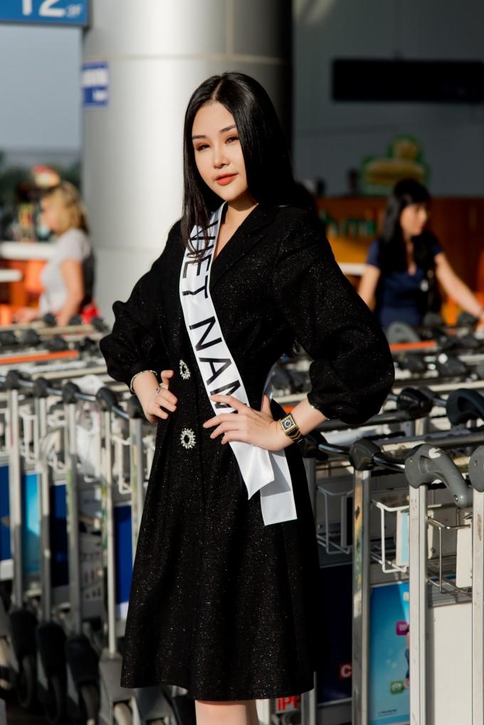 """<p> Sáng 9/1, <a href=""""https://ione.vnexpress.net/tin-tuc/sao/viet-nam/ngan-anh-nop-don-kien-cuc-nghe-thuat-bieu-dien-3869529.html"""">Lê Âu Ngân Anh</a> lên đường sang Philippines dự thi Miss Intercontinental 2018, bất chấp công văn từ chối cấp phép từ Cục Nghệ thuật Biểu diễn.</p>"""