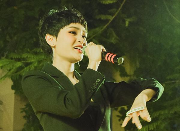 Ca sĩ Hiền Hồ