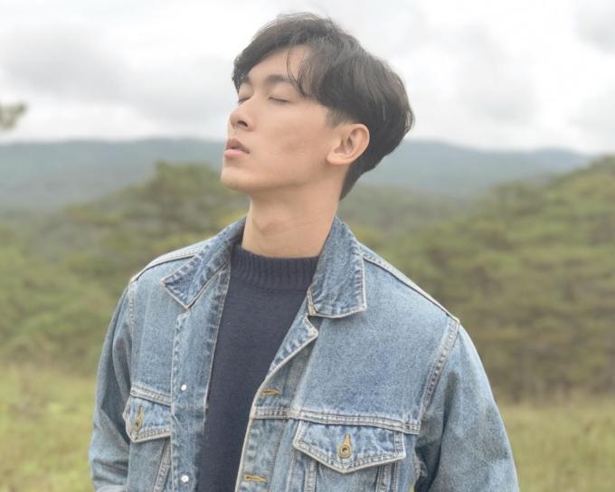<p> Anh chàng là cựu học sinh chuyên Lý, THPT chuyên Lê Quý Đôn, Đà Nẵng. Khánh Ngô từng theo đuổi ngành kỹ thuật tại ĐH Bách Khoa trước khi chuyển hướng sang làm diễn viên, người mẫu ảnh.</p>
