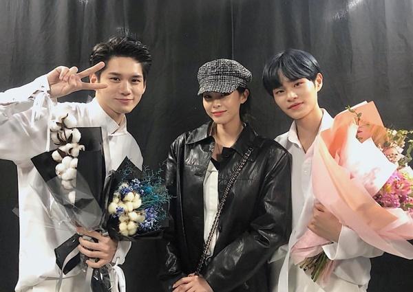 Heize đến cổ vũ concert của đàn em Wanna One.