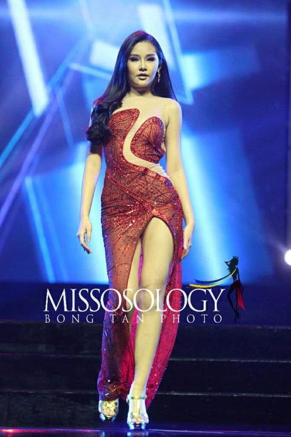 Ngân Anh trong đêm chung kết Miss Intercontinental.