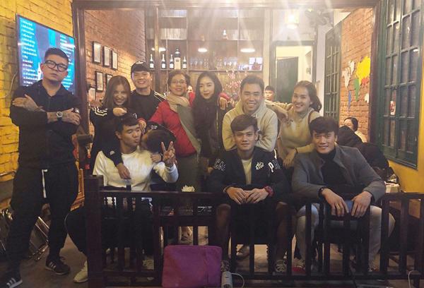 Hà Đức Chinh, Bùi Tiến Dũng tụ tập tất niên cùng những người bạn thân thiết.