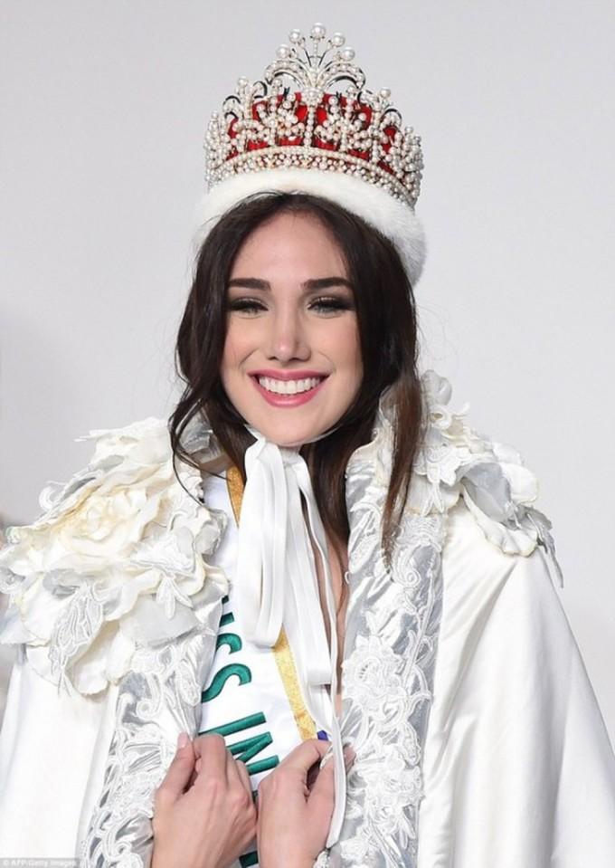 <p> Edymar Martinez - Miss International là Hoa hậu đẹp nhất thế giới năm 2015. Mỹ nhân Venezuela được công chúng ca ngợi là Hoa hậu Quốc tế đẹp nhất trong lịch sử cuộc thi.</p>