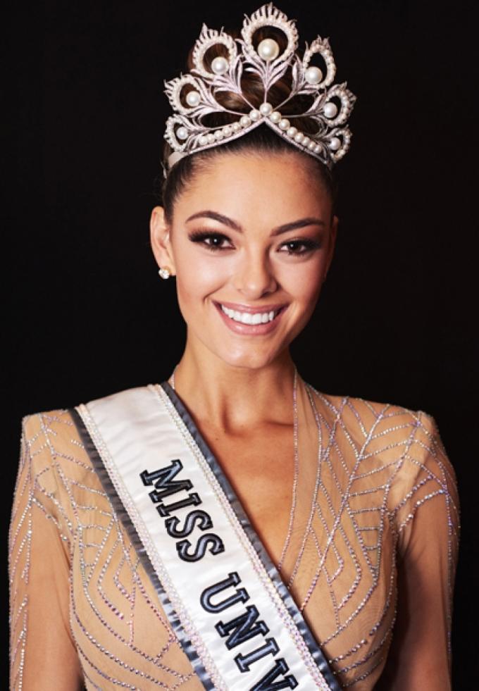 <p> Demi-Leigh Nel-Peters - Miss Universe là Hoa hậu đẹp nhất thế giới năm 2017. Chỉ cao 1,7m nhưng mỹ nhân Nam Phi lại sở hữu gương mặt điện ảnh, số đo ba vòng hút mắt và làn da nâu khỏe khoắn.</p>