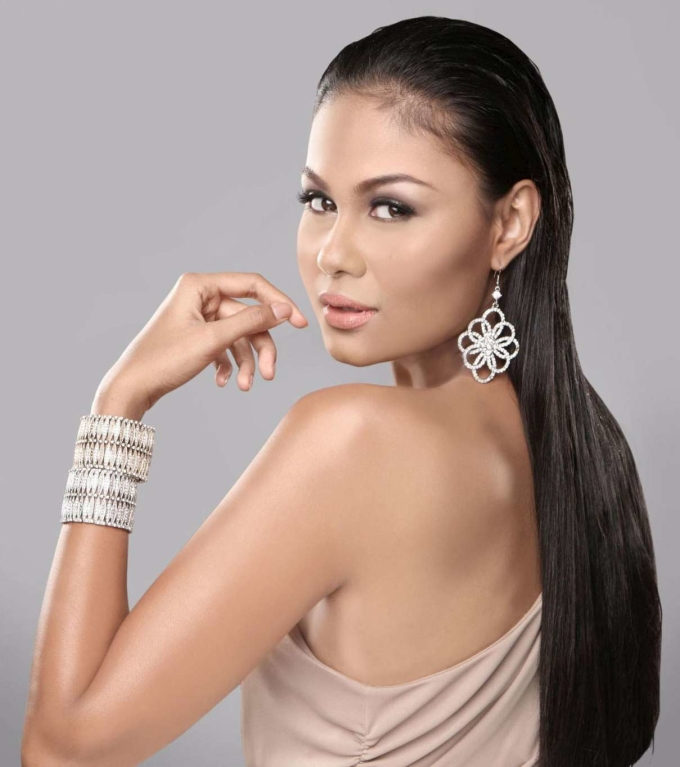<p> Maria Venus Raj - Á hậu 4 Miss Universe là Hoa hậu đẹp nhất năm 2010. Nữ hoàng sắc đẹp Philippines không sở hữu vẻ đẹp ngọt ngào. Cô gây ấn tượng với nhan sắc khác biệt, cá tính.</p>
