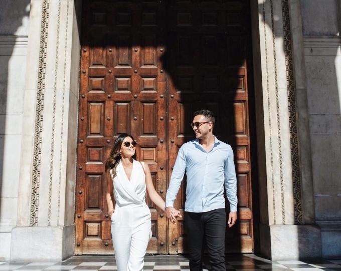 <p> Cặp đôi có mặt tại nhà thờ chính tòa Thánh Paul. Đam mê du lịch, Gallman từng chia sẻ, đến nay cô đã đi đến khoảng hơn 30 quốc gia trên thế giới. Trước đây, cô đi cùng bạn bè. Nhưng hiện tại, người bạn đồng hành quen thuộc của cô trong các chuyến đi là Garton.</p>