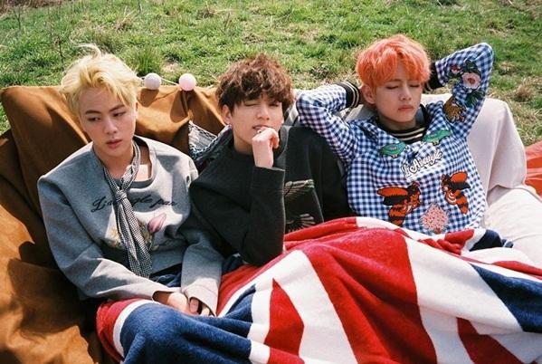3 trong số 7 thành viên của BTS đã đạt danh hiệu Mỹ nam thế giới gồm: V (Mỹ nam đẹp nhất thế giới 2017 và 2018), Jung Kook (Mỹ nam sexy nhất thế giới) và Jin (Mỹ nam điêu khắc đẹp nhất thế giới).