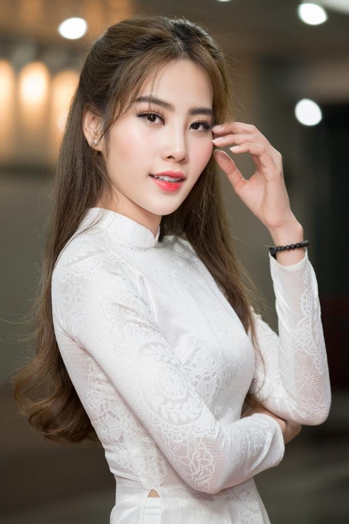 <p> Thành tích Top 8 Miss Earth 2016 đã giúp Nam Em lọt vào bảng xếp hạng Timeless Beauty cùng năm. Trang Missosology xếp cô hạng 46 trong Top 94 Hoa hậu đẹp nhất thế giới 2016.</p>