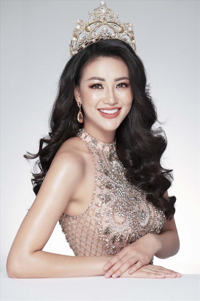 <p> Năm nay, cùng H'Hen Niê còn có ba người đẹp Việt khác cũng chạy đua trong bảng xếp hạng này nhưng chưa may mắn đạt thành tích cao nhất. Hoa hậu Phương Khánh xếp thứ 7 trong Top 10 khi đăng quang Miss Earth 2018 (cuộc thi được Missosology xếp hạng nằm trong Big 5 - 5 cuộc thi sắc đẹp lớn nhất hành tinh).</p>