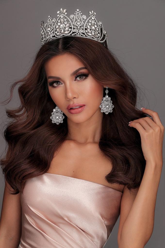 <p> Minh Tú xếp hạng 15 trong Top 25 của năm 2018. Thành tích trước đó của cô là Top 10 Miss Supranational 2018, giải phụ Miss Supranational Asia - Hoa hậu Siêu quốc gia châu Á 2018.</p>
