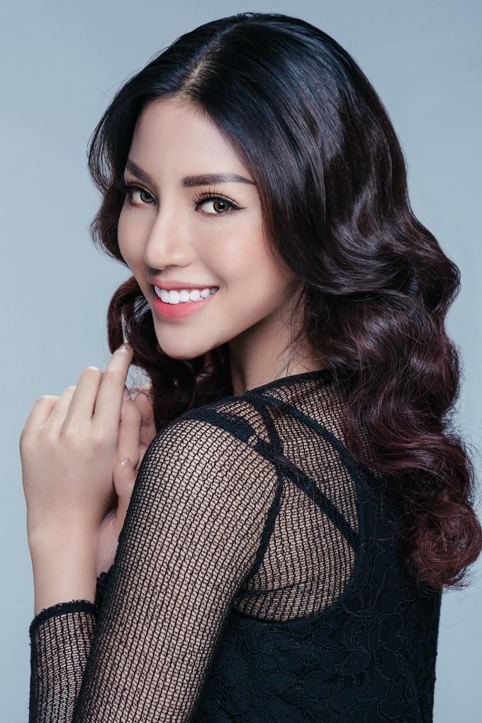 <p> Cùng năm 2016, người đẹp Dương Nguyễn Khả Trang cũng lọt vào danh sách. Cô là đại diện Việt Nam tại Miss Supranational 16 và xếp hạng Top 25 chung cuộc.</p>