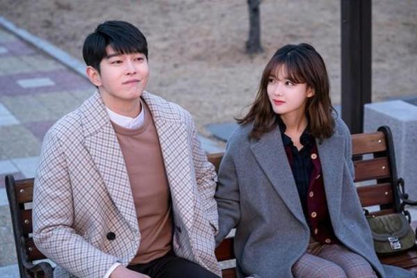 Những cặp đôi chênh nhau 12 tuổi trên phim Hàn - 1
