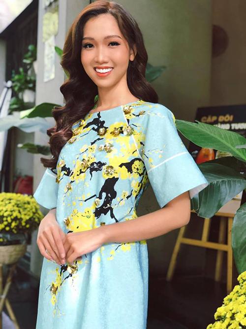 Sau khi làm lại răng, Nhật Hà tích cực làm mẫu, chụp hình. Việc tút tát nhan sắc của cô trước khi thi sắc đẹp quốc tế được nhiều người ủng hộ.