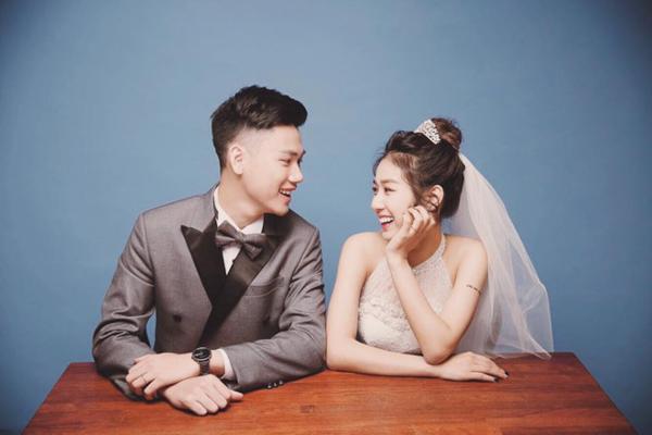 [Caption]Phạm Thu Trang được biết với nickname Trang Lou, là em gái của vlogger Thành Phạm (HuyMe) và là con gái của họa sĩ Phạm An Hải. Sở hữu vẻ ngoài xinh xắn, cô nàng là một trong những hot girl đình đám mạng xã hội. Trang Lou được nhiều bạn trẻ ngưỡng mộ khi có mối tình đẹp với 9x Tùng Sơn. Cả hai đã gắn bó bên nhau suốt 5 năm trước khi chính thức về một nhà vào năm 2015.