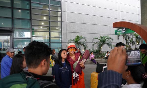 HHen Niê diện bộ cánh đơn giản vì muốn gần gũi với fan Philippines.