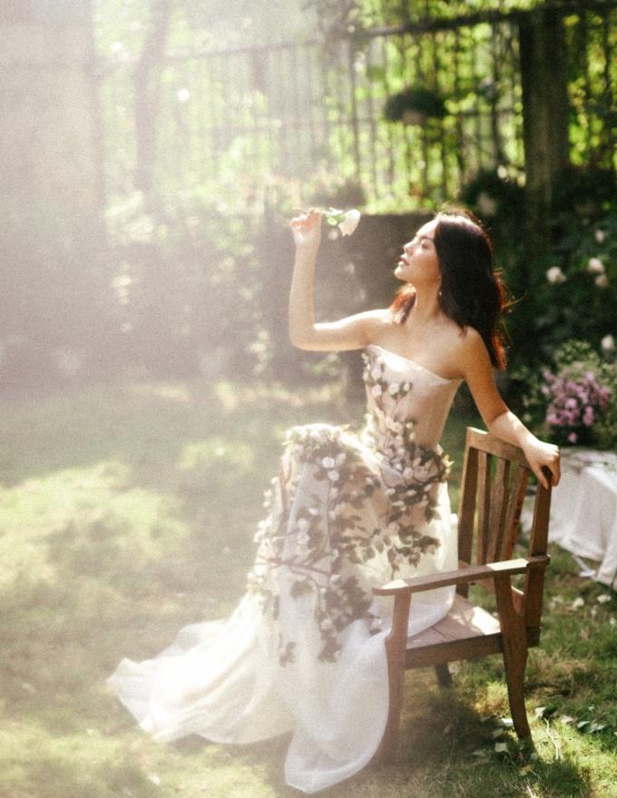 <p> Phạm Quỳnh Anh chia sẻ, bí quyết của cô trong việc giữ gìn nhan sắc là tạo tinh thần lạc quan, vui vẻ.</p>