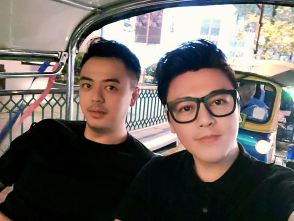 Phan Anh (phải) là anh trai MC Tuấn Tú.