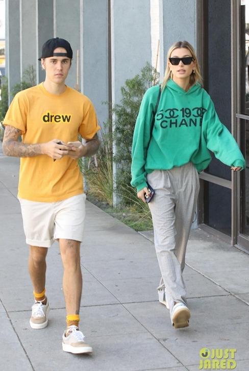 Justin tự lăng xê cho thương hiệu riêng.