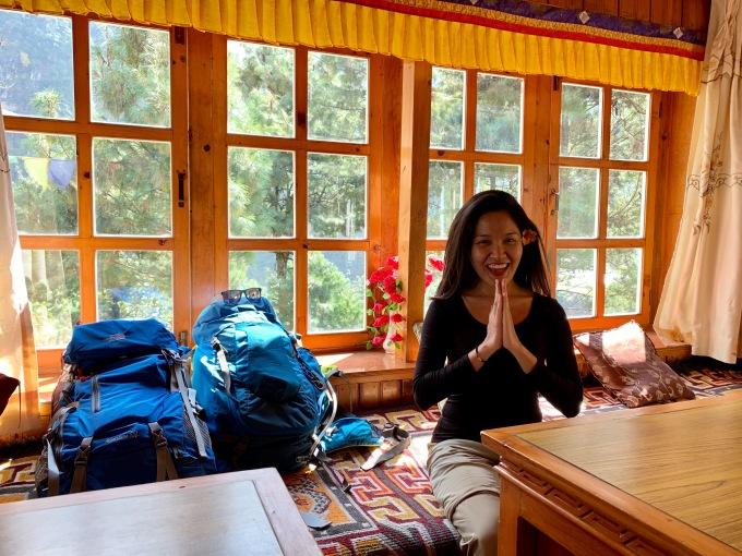 """<p> Mặc cho nhiều người nói cô nàng khá """"dại khờ"""" nhưng Linh Buzi vẫn lựa chọn Nepal và đỉnh Everest thay vì dùng 200 triệu đi châu Âu """"sang chảnh"""". Cô tiết lộ lý do: """"Châu Âu tuyệt đẹp nhưng nếu không đi ngay thì sau này cũng chưa muộn. Còn đối với Nepal và Everest hùng vĩ, sau này có thể có nhiều tiền hơn, thoải mái hơn nhưng sức khoẻ và tuổi tác có lẽ sẽ níu chúng ta lại"""".</p>"""