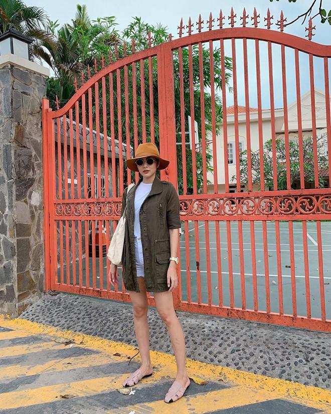 <p> Chiều 29 Tết Âm lịch, Tăng Thanh Hà khoe căn biệt thự triệu đô tràn ngập hoa tại quận 2, TP HCM. Cô và gia đình chồng đã sắm sửa xong cho Tết Kỷ Hợi.</p>