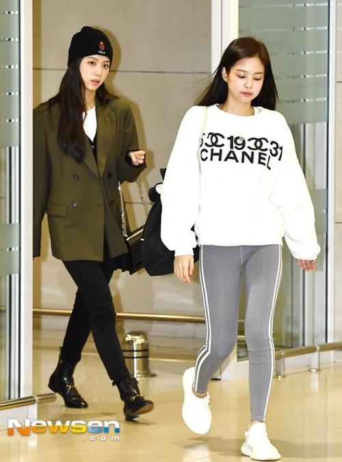 Ji Soo dù không make up đạm vẫn tỏa sáng nhờ nhan sắc.