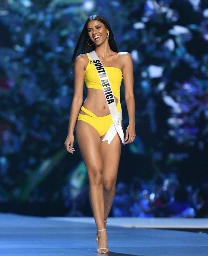 <p> Cô cao 1,76 m cùng số đo 3 vòng là 82-64-93. Trước khi trở thành Á hậu 1 Miss Universe, Tamaryn từng là hoa hậu của rất nhiều cuộc thi như Miss Universe Nam Phi, Hoa hậu Immanuel, Hoa hậu New Orleans, Hoa hậu Rochester và Hoa hậu Funky Buddha. Cô cũng lọt top 5 Hoa hậu đẹp nhất năm 2018 do <em>Missosology</em> bình chọn.</p>