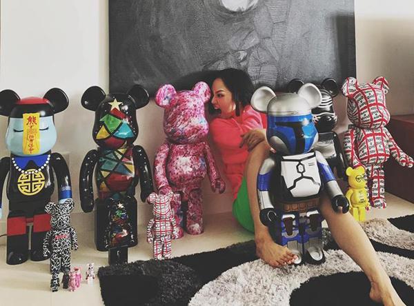 Miu Lê khoe bộ sưu tập Bearbrick - đồ chơi dạng hiếm với mức giá rất đắt đỏ mà tín đồ hàng hiệu nào cũng thèm muốn.