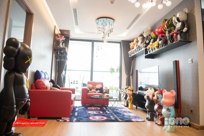 """<p> Bộ sưu tập gấu bụng phệ (bearbrick) chính là """"gia tài"""" lớn nhất của Huyền My trong phòng khách.</p>"""