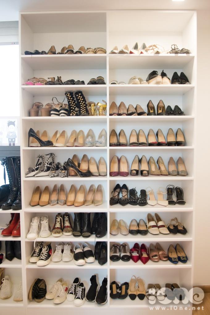 <p> Căn phòng trống còn lại trong căn hộ được Huyền My sử dụng làm nơi cất trữ phụ kiện, quần áo, túi xách, giày dép...</p>