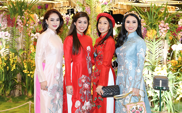Thảo Tiên nổi danh bởi hình ảnh xinh đẹp quyến rũ và thần thái rạng ngời. Cô từng là khách mời danh dự tại các show thời trang của các thương hiệu lừng danh thế giới cùng mẹ - nữ doanh nhân Thủy Tiên.