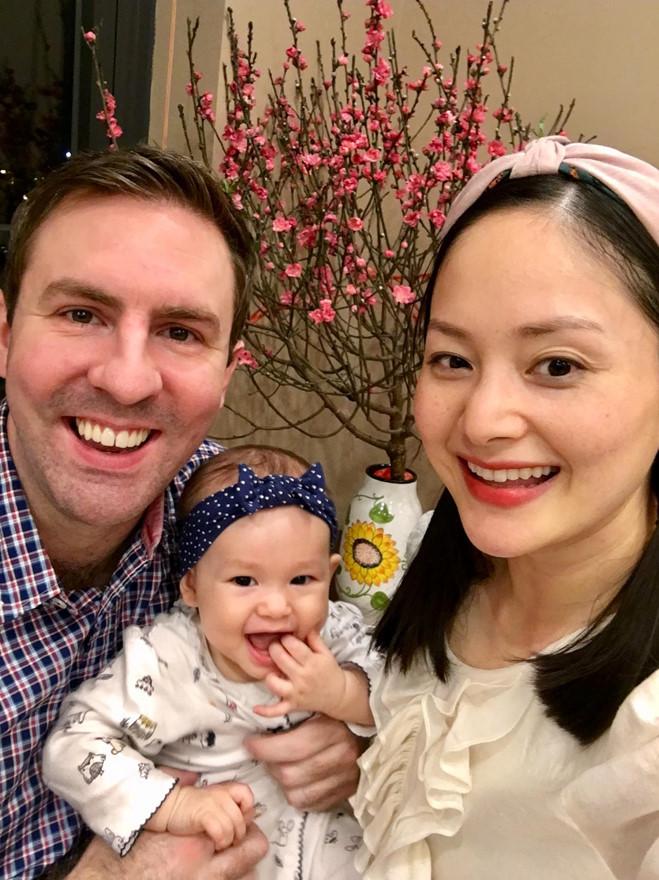 <p> Tết đầu tiên làm mẹ, Lan Phương không giấu nổi cảm giác hào hứng. Cô dành nhiều thời gian để nghỉ dưỡng và chăm chút cho tổ ấm nhỏ ngày Tết.</p>