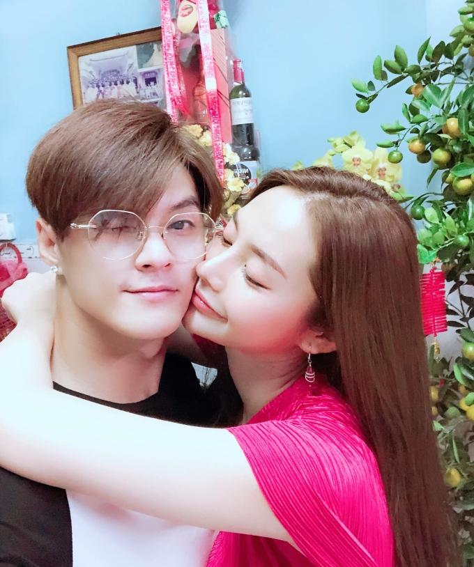 <p> Linh Chi hạnh phúc đón giao thừa bên bạn trai Lâm Vinh Hải.</p>