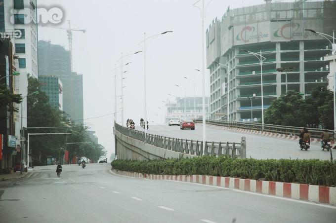 <p> Mùng 1 Tết có lẽ là ngày mà người dân Hà Nội mong chờ nhất trong 365 ngày, khi mà đường phố Hà Nội không tắc đường, không tiếng còi xe ồn ã, không tấp nập người mua kẻ bán.</p>