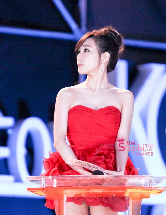 <p> Phần xương vai yêu kiều nữ tính là lợi thế khiến Tiffany trở nên tỏa sáng và quyến rũ trong mắt người hâm mộ.</p>