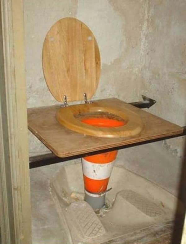 Toilet được thiết kế riêng cho nhân viên cầu đường chăng?