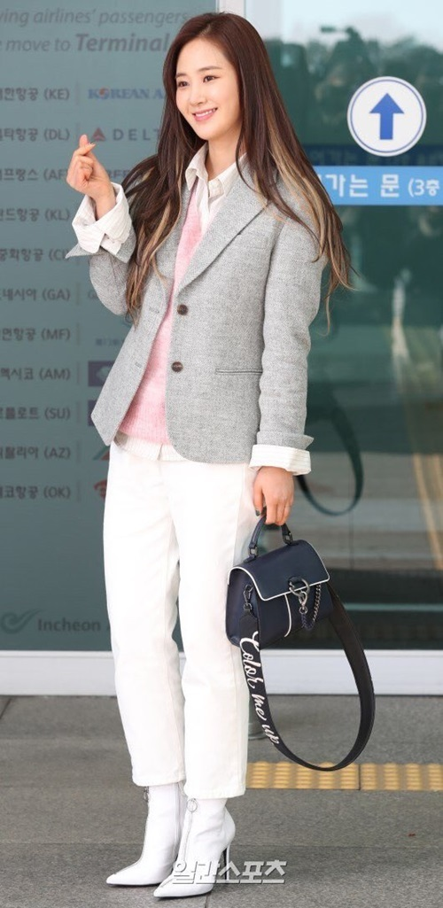 Yuri (SNSD) xinh đẹp không hề kém cạnh các hậu bối thuộc thế hệ Kpop thứ 3.