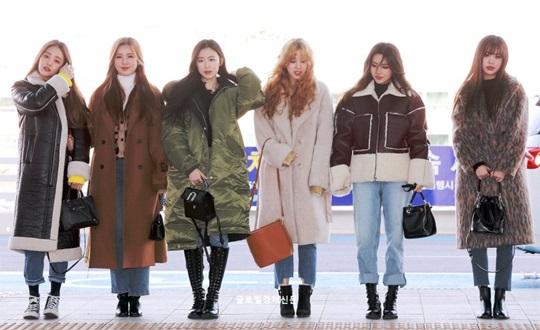 (G)I-DLE sang Macau dự sự kiện và các thành viên đều khoác lên mình chiếc áo khoác to sụ. Nhóm nữ nhà Cube sẽ comeback vào cuối tháng 2.
